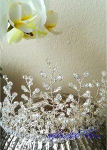 Нежна корона за коса за бал и официални поводи с прозрачни кристали