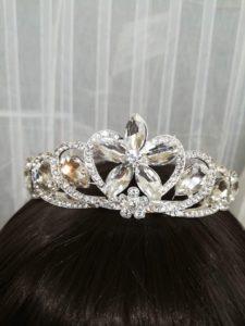 Нежна корона с големи кристали с цвете Queen Violet